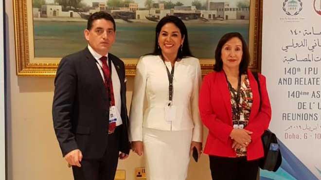 �ngel Sinmaleza, Marcia Arregui y Doris Soliz, asamble�stas.