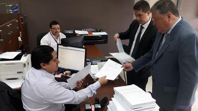 Leonardo Bravo, director ejecutivo de AFEME, presenta demanda de inconstitucionalidad ante la Corte Constitucional.
