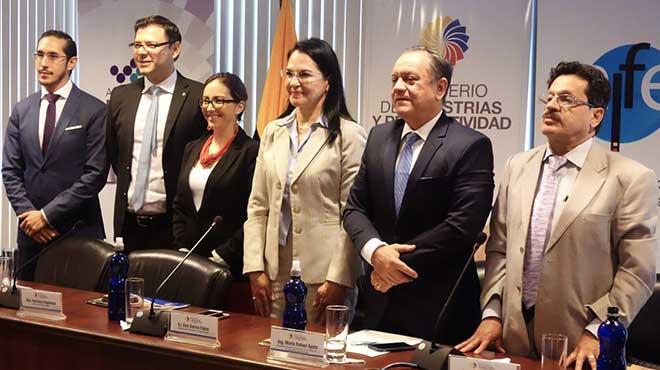 Munir Massuh Mansur, Juan Carlos Galarza, Ver�nica Espinosa, Eva Garc�a, Mario Rafael Ayala y Gonzalo Apolo.