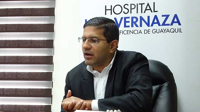 Adri�n Huerta, gerente del Hospital Luis Vernaza.