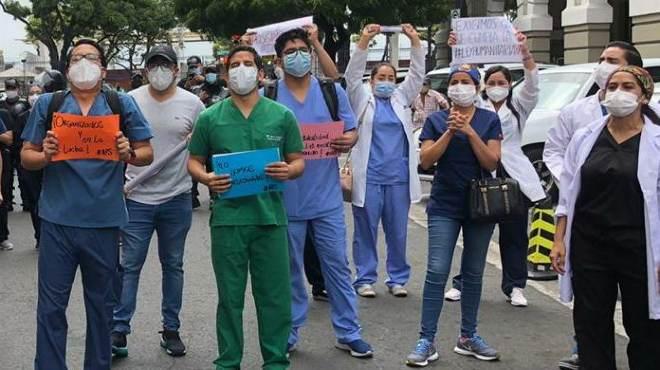 Profesionales de la salud se han manifestado en rechazo al reglamento de la Ley Humanitaria.