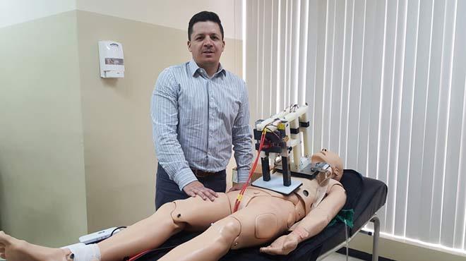 Jorge Alfredo Uquillas, docente de la Escuela de Medicina de UIDE.