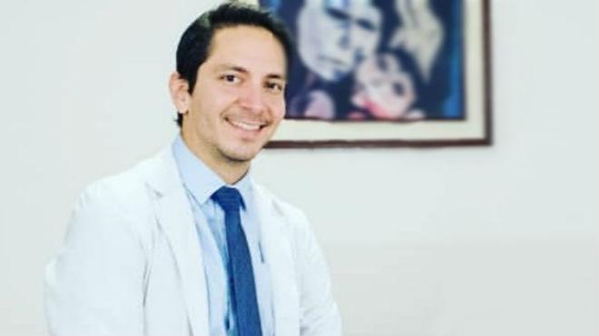 �ngel V�squez, cirujano pl�stico del HCAM.