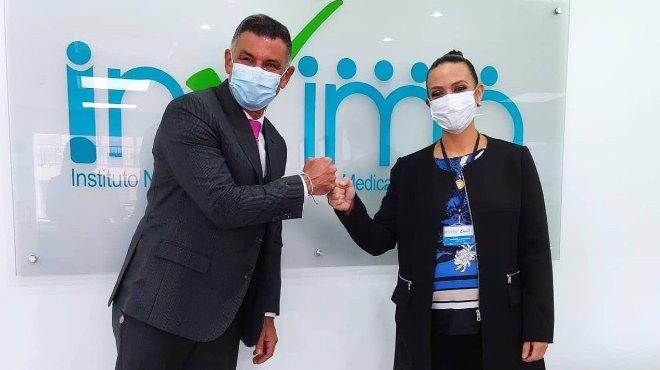 Julio C�sar Aldana, director general de Invima, y Ana Karina Ram�rez, directora ejecutiva de ARCSA.