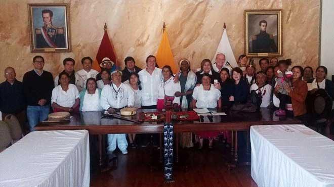 Miembros de la Asociaci�n Intercultural de Yachaks �Aiyapu-Pumapungo�