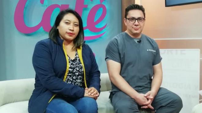 Diana Quinatoa, representante de la Secretar�a del Deporte, y Enver S�nchez, coordinador de Medicina Familiar del IESS Quito Sur, informando sobre el evento 'Act�vate en el Sur'.