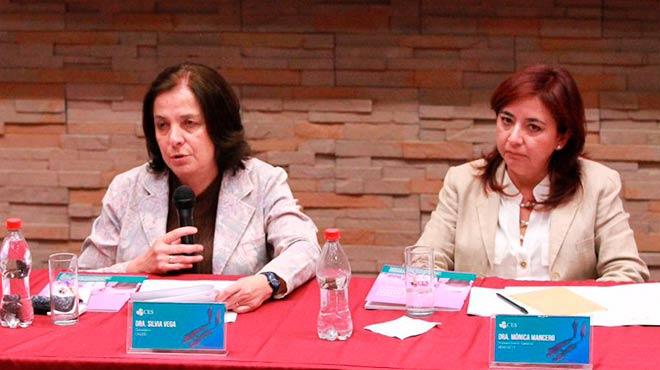 Silvia Vega, presidenta (s) del CACES, y M�nica Mancero, secretaria (e) de la Senescyt.