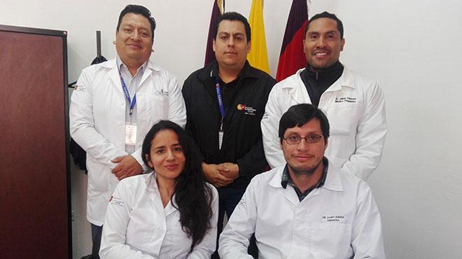 Arriba: Edwin Andrade, Mauricio March�n y Jaime Palacios. Abajo: Claudia Ch�vez y Danny Z��iga. Profesionales del Caaesl.