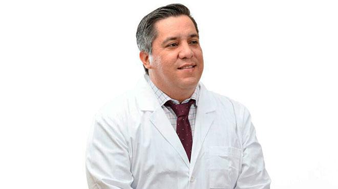 Camilo Salinas, ministro de Saluld.