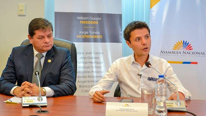 William Garz�n, presidente de Comisi�n Permanente del Derecho a la Salud, y Wilson Merino, coordinador nacional de Acuerdo Contra el C�ncer.