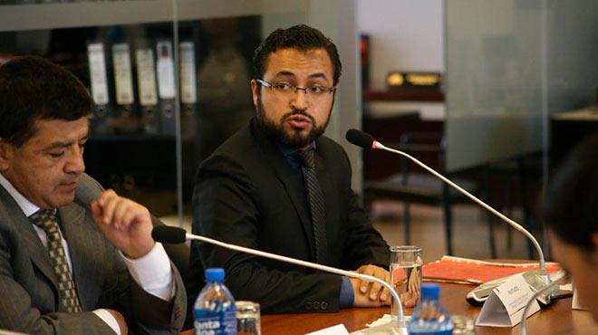 Carlos Valenzuela, delegado del Ministerio de Salud P�blica en el debate sobre proyecto de ley.