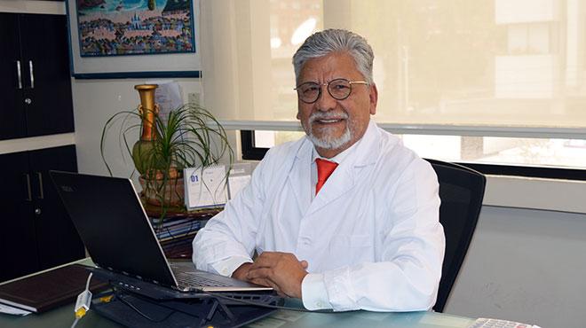 Crist�bal Santacruz, director general de Menydial.