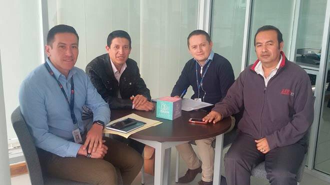 Carlos Cisneros, Danilo Santillán, Juan Carlos Chávez  y Dennis Chávez, en reunión de trabajo.