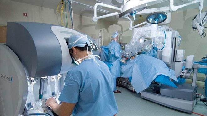 En varios pa�ses se usa el sistema m�dico Da Vinci para cirug�as m�nimamente invasivas.