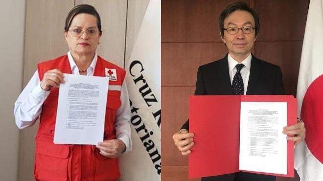 Victoria Alb�n, presidenta nacional de la Cruz Roja Ecuatoriana, y Yuji Sudo, embajador de Jap�n en Ecuador.