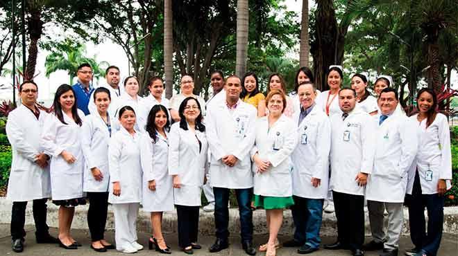 Equipo m�dico de trasplantes del HTMC.