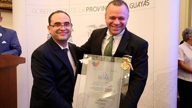 Manolo Rodas, presidente del consejo directivo del IESS y Luis Jairala, gerente del HTMC.