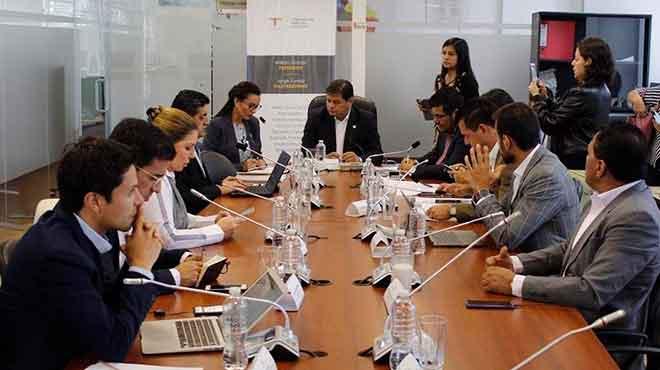 Marcela Aguiñaga presenta observaciones al COS en la Comisión del Derecho a la Salud.