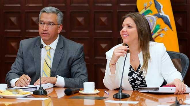 Jos� Herrera, secretario t�cnico del Comit� para la Reconstrucci�n y Reactivaci�n Productiva, y Mar�a Alejandra Vicu�a, vicepresidenta de la Rep�blica.