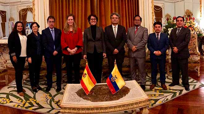 Representantes de Ecuador y Espa�a.