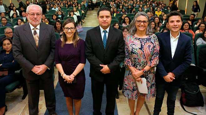 Sixto Cuesta, Ver�nica Espinosa, Daniel Simancas, Cecilia Falcon� y Wilson Merino.