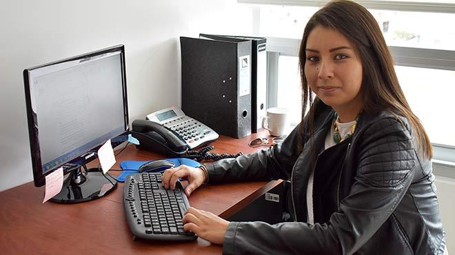 Erika Muñoz, técnica de Laboratorio de Cenbio.
