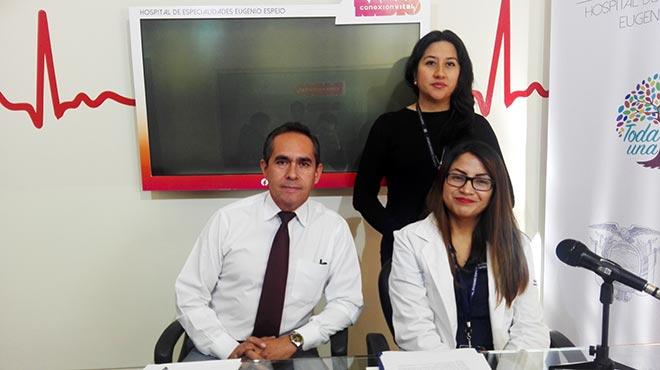 Freddy Alb�n, Cristina Lara y Deisy Paca (nutricionista).