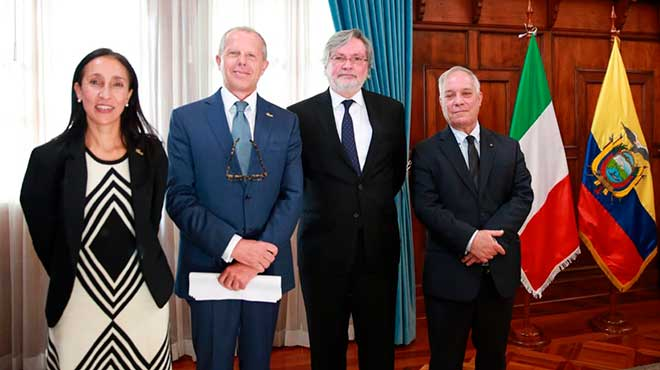Gabriela Mu�oz, codirectora ecuatoriana del FIEDS, Carlo Miglioli, codirector italiano del FIEDS, Andr�s Ter�n, ministro de Relaciones Exteriores y Movilidad Humana (s) y Marco Tornetta, embajador de Italia en Ecuador.