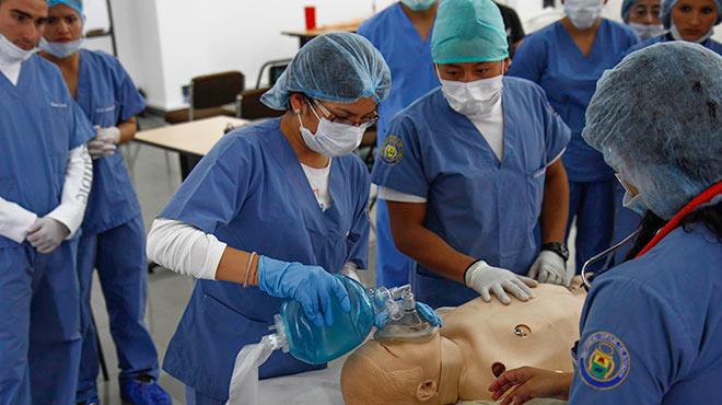 Estudiantes de la Facultad de Medicina de la Universidad Central.
