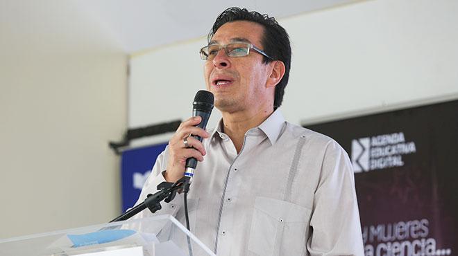 Fander Falcon�, ministro de Educaci�n.