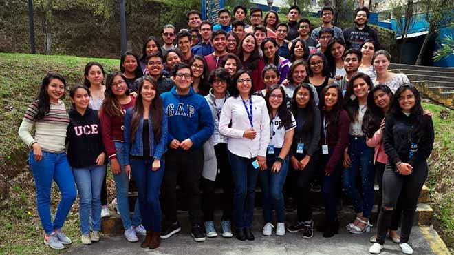 Estudiantes de cuarto semestre de la carrera de Medicina de la UCE.