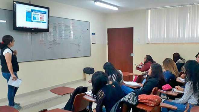 Estudiantes de la carrera de Bioqu�mica y Farmacia de la UTPL