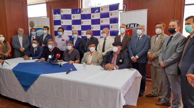 Representantes de la FME y colegios médicos provinciales.