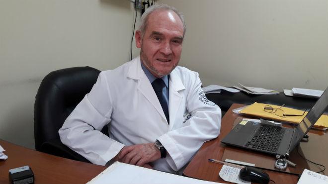 Fernando Alarc�n, jefe  de la unidad neurodegenerativa del HEEE.