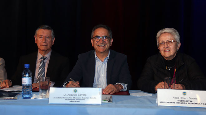 Fernando Semp�rtegui (UCE), Augusto Barrera (Senescyt) y Roc�o Rosero (MIES).