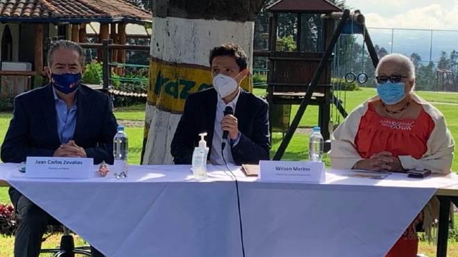 Juan Carlos Zevallos, Wilson Merino y Gina Watson.