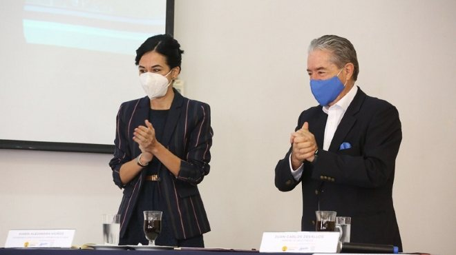 Mar�a Alejandra Mu�oz, vicepresidenta de la Rep�blica, y Juan Carlos Zevallos, ministro de Salud.