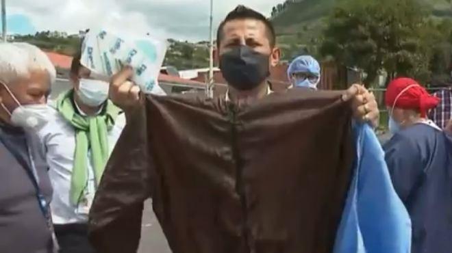 Los trabajadores de la salud han organizado un plant�n frente al hospital.