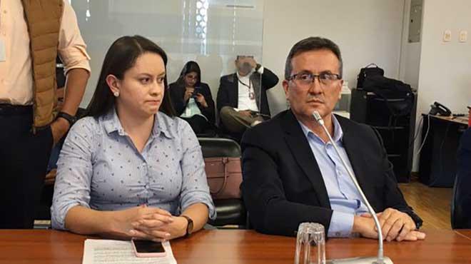 Andrea Prado y Gerardo D�valos, m�dicos del Hospital Baca Ortiz.