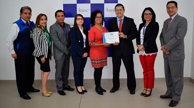 Diego Recalde, gerente general del HQSUR, recibe la certificaci�n del MSP.