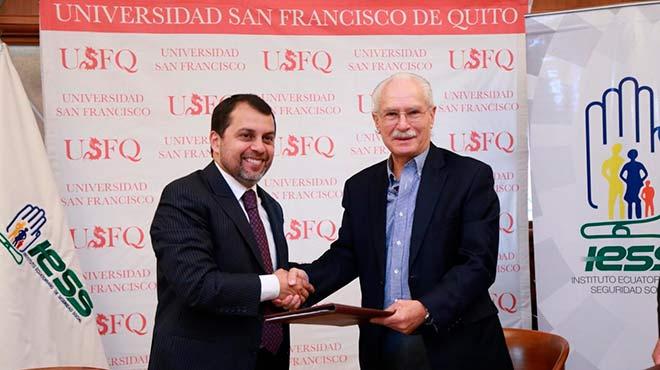 Pa�l Granda, presidente del Consejo Directivo del IESS, y Carlos Mont�far, rector de la USFQ.