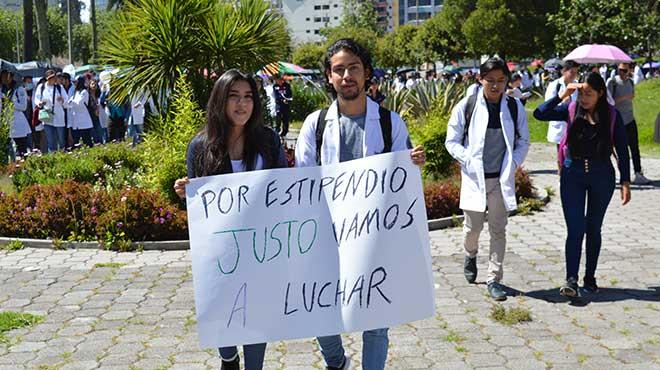 Estudiantes de la UCE.