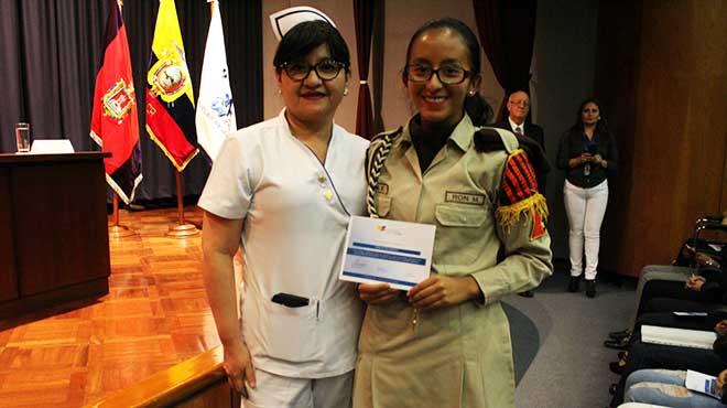 Janeth Quelal y paciente graduada.