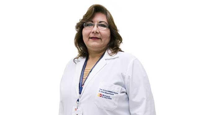 Jeannet Bustamante, oftalm�loga del HAGP.