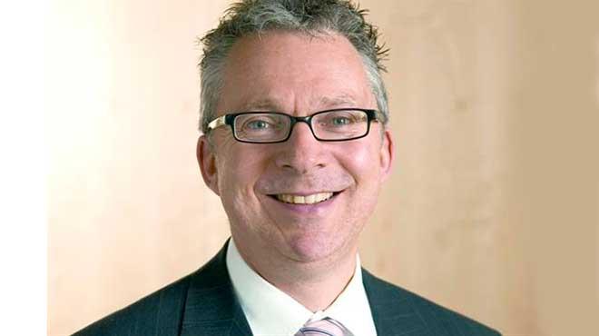 Jeremy Hughes, CEO de la Sociedad de Alzheimer.