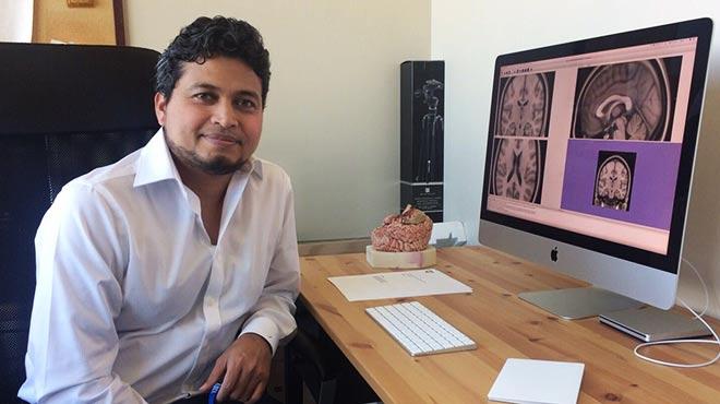 Josu� Avecillas, neurocirujano ecuatoriano.