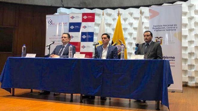 Santiago Salguero, director ejecutivo de Alafar, Andr�s Padilla, coordinador zonal 9 de ARCSA, y Sebasti�n Coronel, experto en Farmacovigilancia de ARCSA.