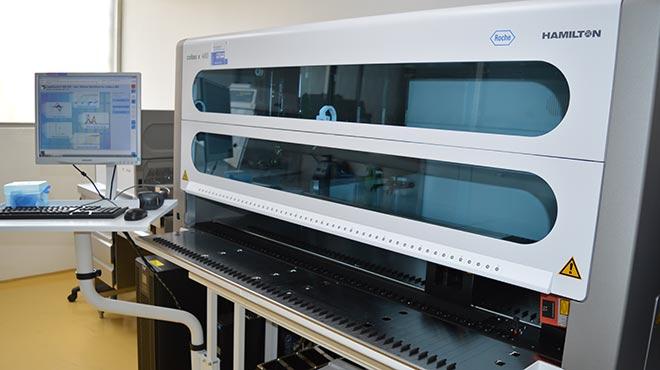 En el Laboratorio de Biolog�a Molecular se encuentra un 'Cobas x 4800' de preparaci�n de muestras para PCR en tiempo real.