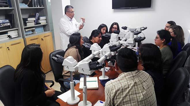 El especialista Patricio Hidalgo imparte el taller de Hematolog�a.