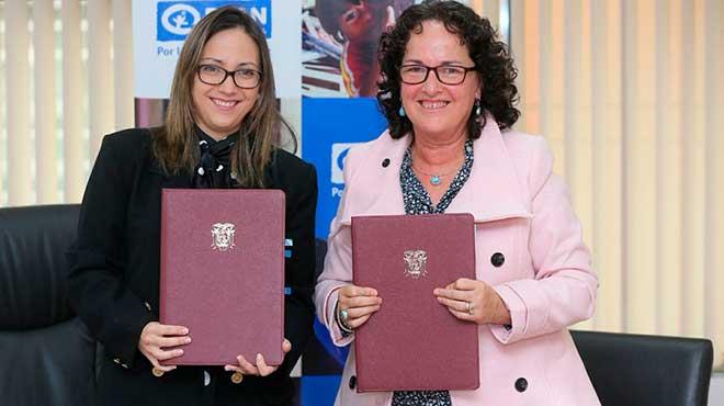La ministra Ver�nica Espinosa junto a Rossana Viteri, directora de Plan Internacional.